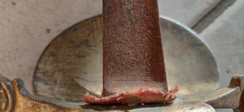Recherche de l'histoire d'une ancienne épée. Img_2013