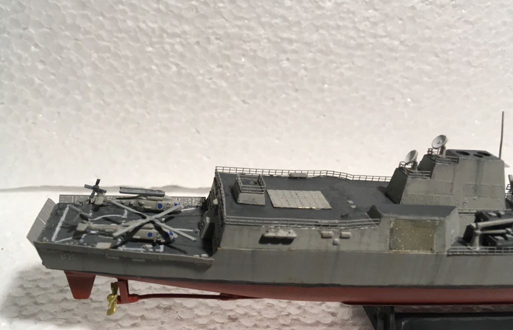 Destroyer USS Momsen DDG-92 -Hobbyboss 1/700 - Page 2 4b677910
