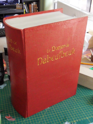 Construire une boîte en forme de livre 1410