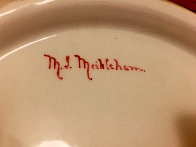 Pretty hand-painted plates with mysterious signature - any ideas? Yellow10