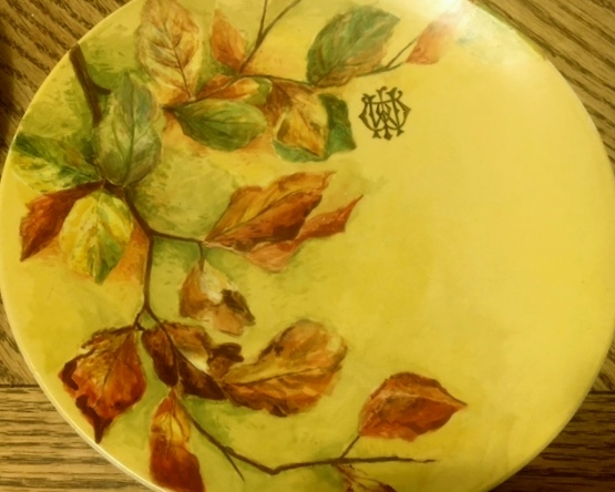 Pretty hand-painted plates with mysterious signature - any ideas? Yellow11