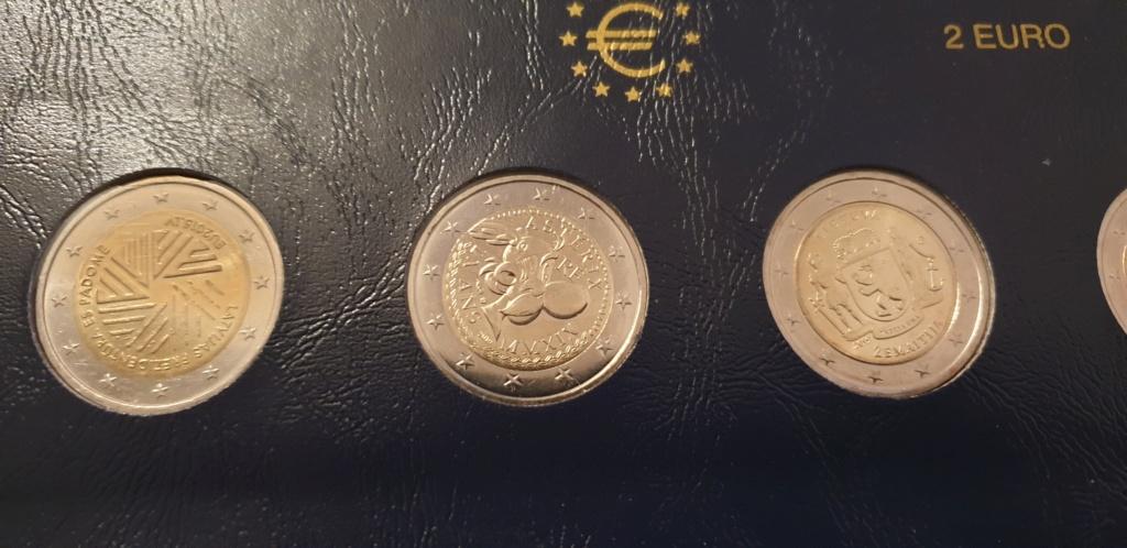 collectioneur de piéces de  2  euros 20200229