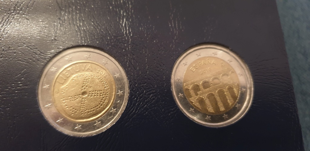 collectioneur de piéces de  2  euros 20200230