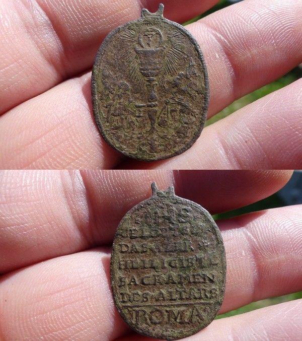 Médaille ovale du saint sacrement E6e3cc10