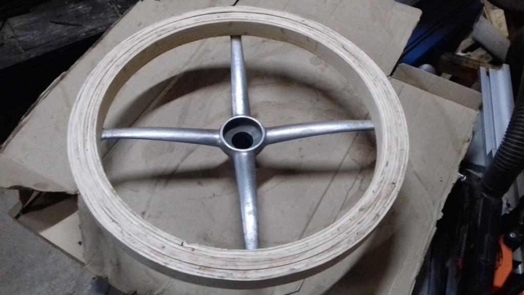 Fabrication d'un volant. 7010