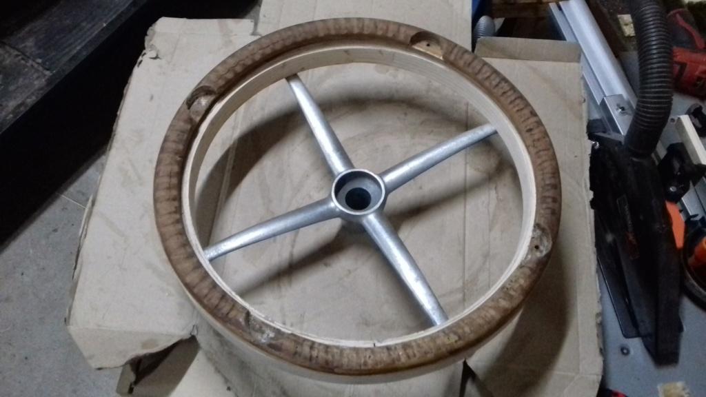 Fabrication d'un volant. 8010