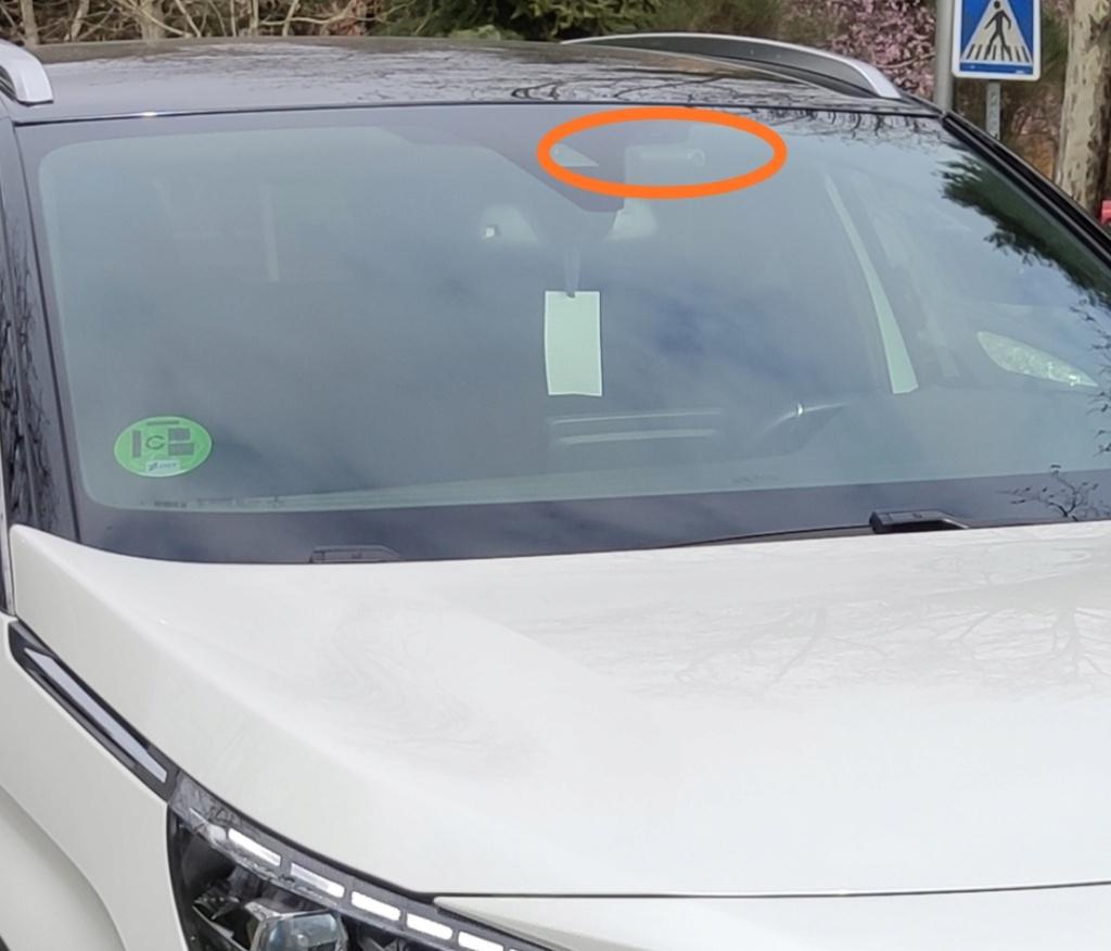 alguien sabe desmontar los plasticos que hay en el retrovisor delantero interior para Instalar cámara delantera que grabe (pregunta) Img_2032