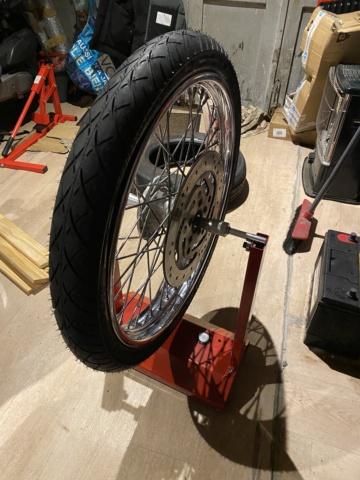 Je change mon pneu avant manuellement  31aa1510
