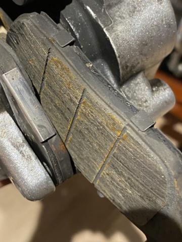 Je change mon pneu avant manuellement  7a687110