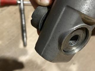 Je change mon pneu avant manuellement  8abb0e10