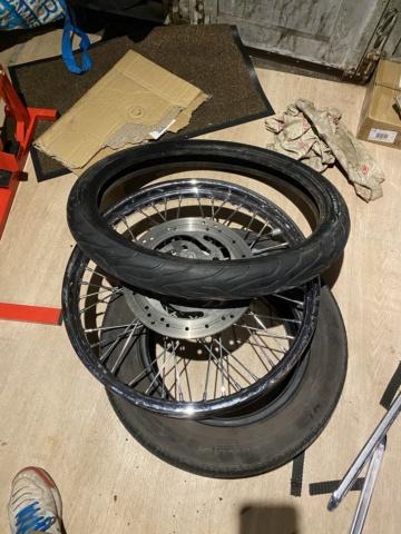 Je change mon pneu avant manuellement  A713ef10