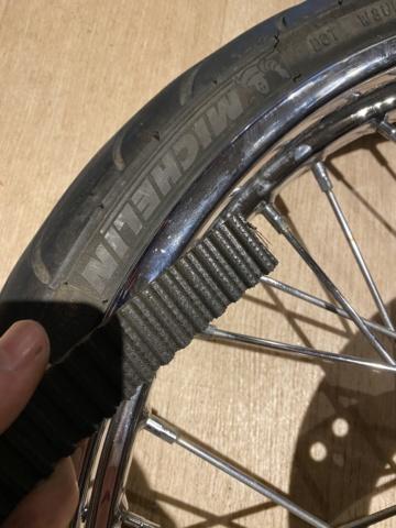 Je change mon pneu avant manuellement  D2e80510