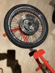 Je change mon pneu avant manuellement  Ee7f3b10
