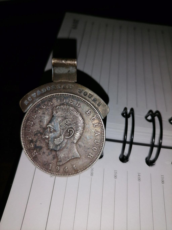 Tengo una moneda que fue adaptada como medalla 16103113