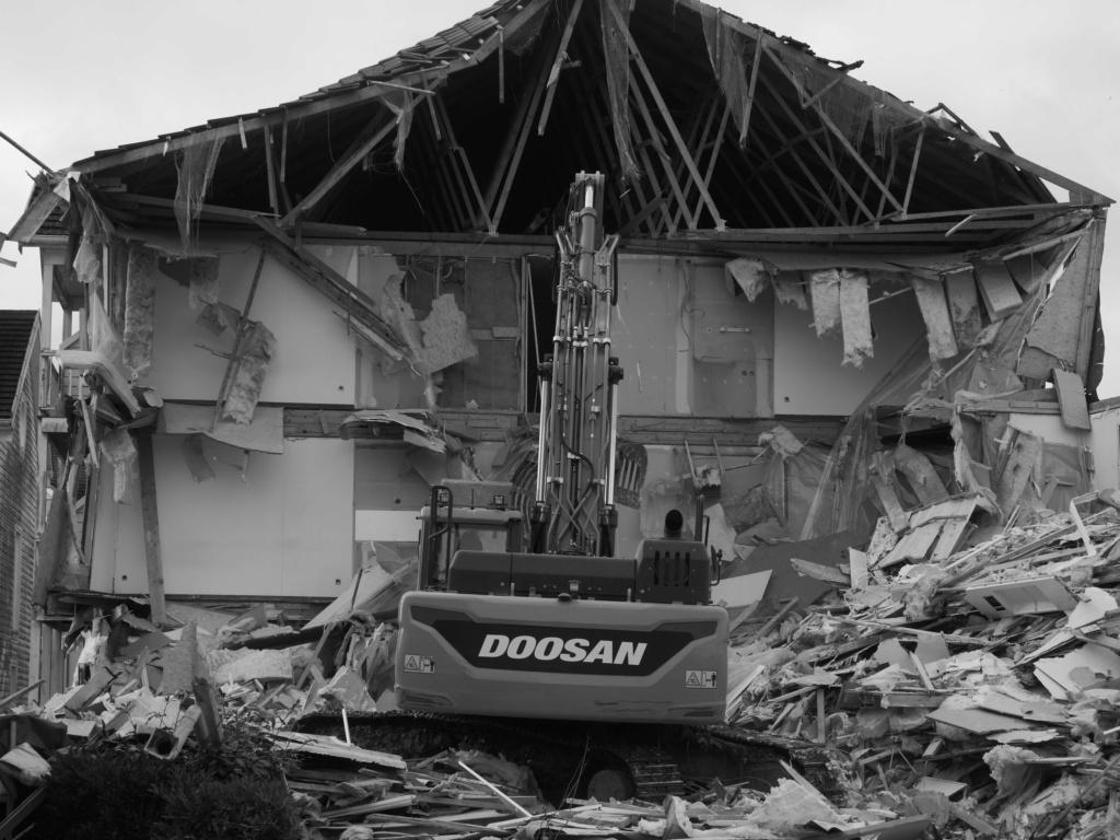 Destruction de la résidence les Pléiades - Page 2 P1035110