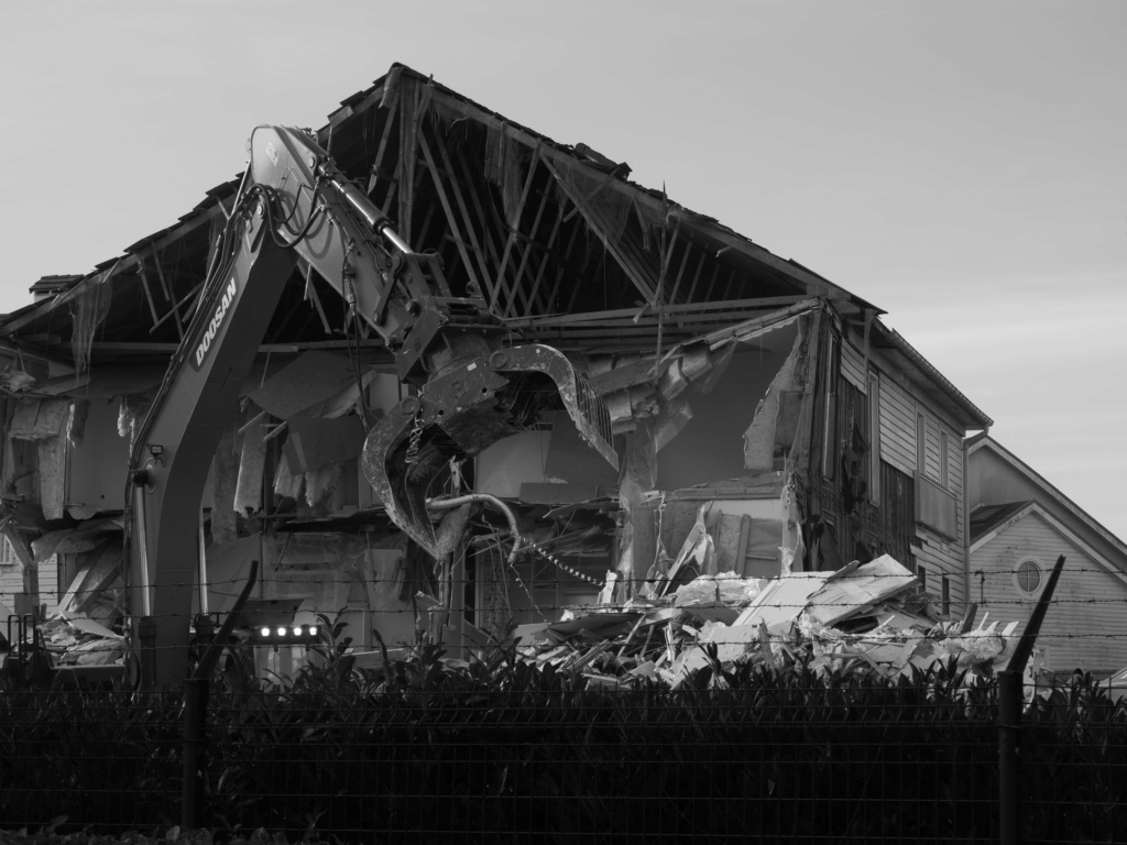 Destruction de la résidence les Pléiades - Page 2 P1035111