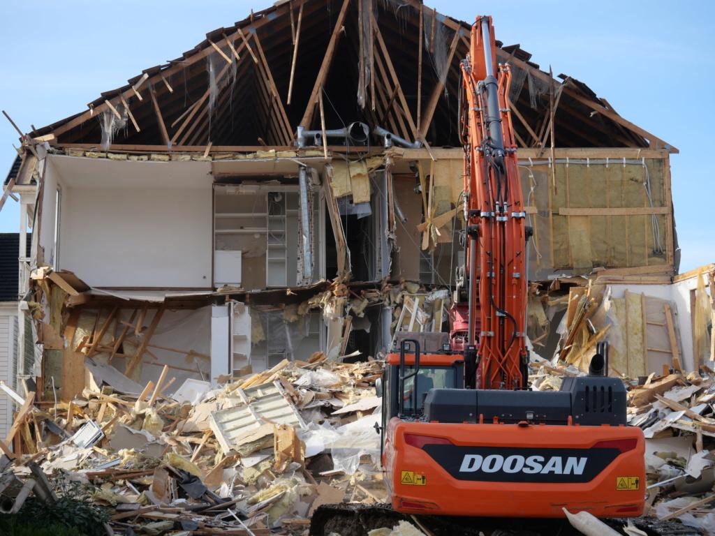 Destruction de la résidence les Pléiades - Page 2 P1035112