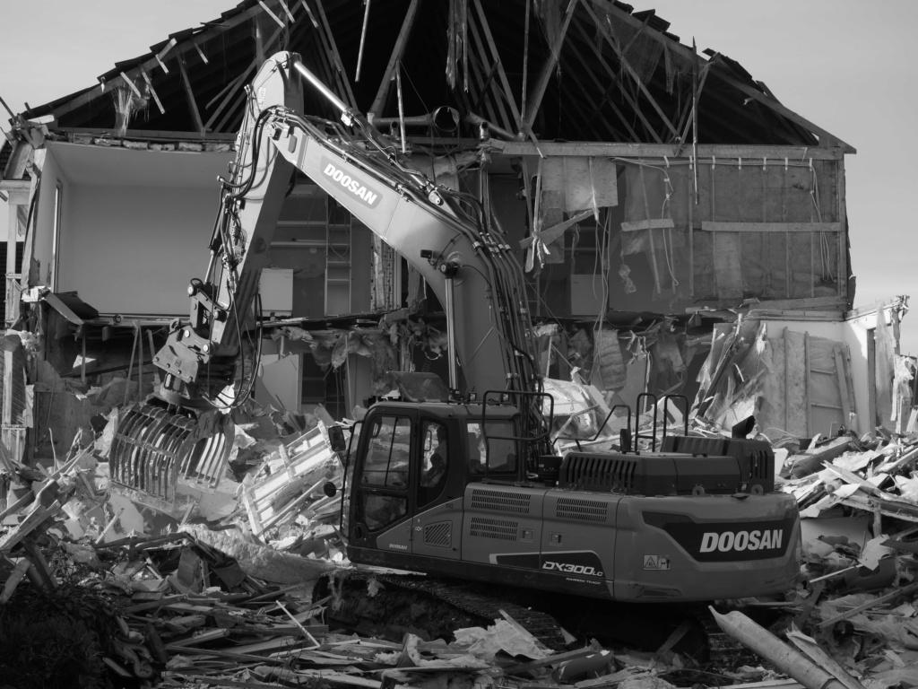 Destruction de la résidence les Pléiades - Page 2 P1035113
