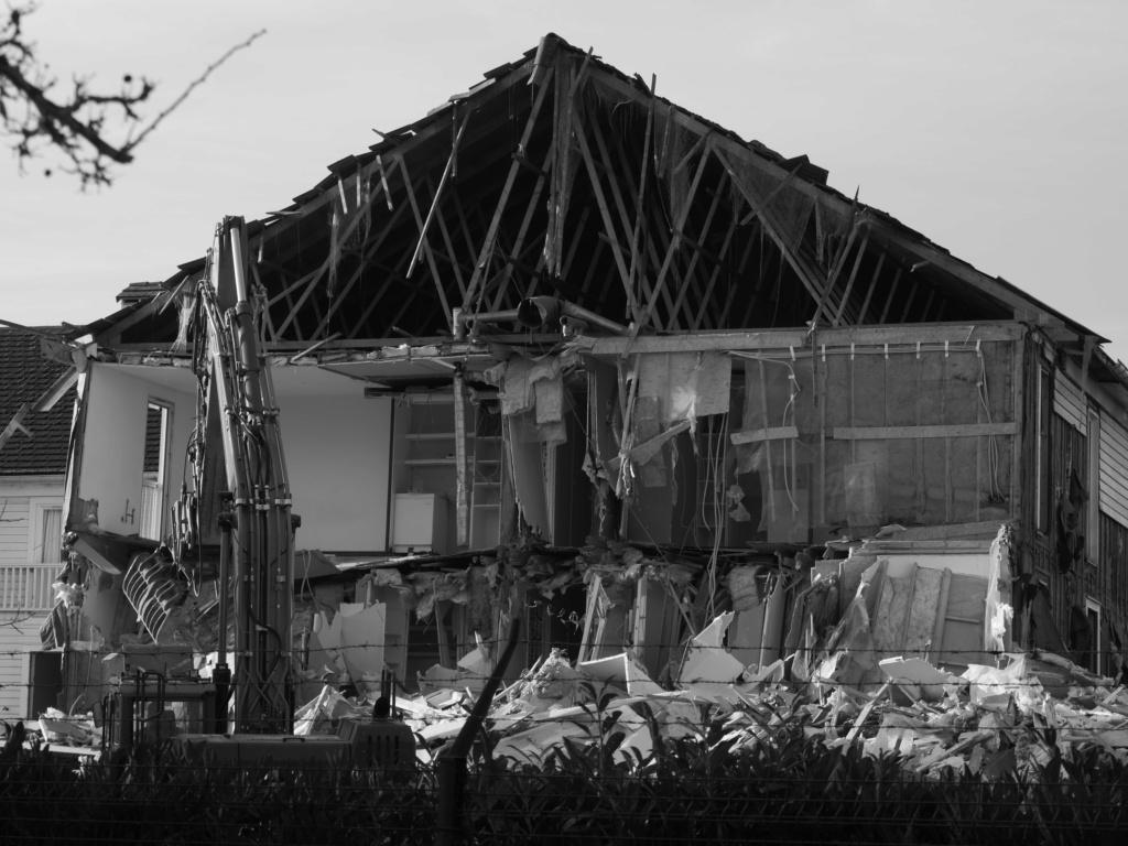 Destruction de la résidence les Pléiades - Page 2 P1035114