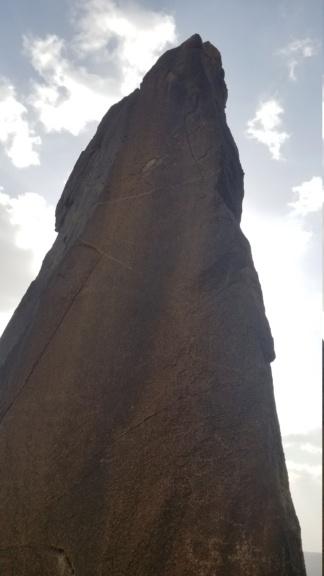 ارجوا تحليل مجسم امراه وليسى واضح ولاكن أصابع واضحه في نص جبل  Eeeeee11