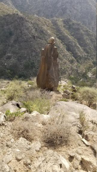 ارجوا تحليل مجسم امراه وليسى واضح ولاكن أصابع واضحه في نص جبل  Eeeeee14