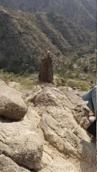 ارجوا تحليل مجسم امراه وليسى واضح ولاكن أصابع واضحه في نص جبل  Eeeeee16