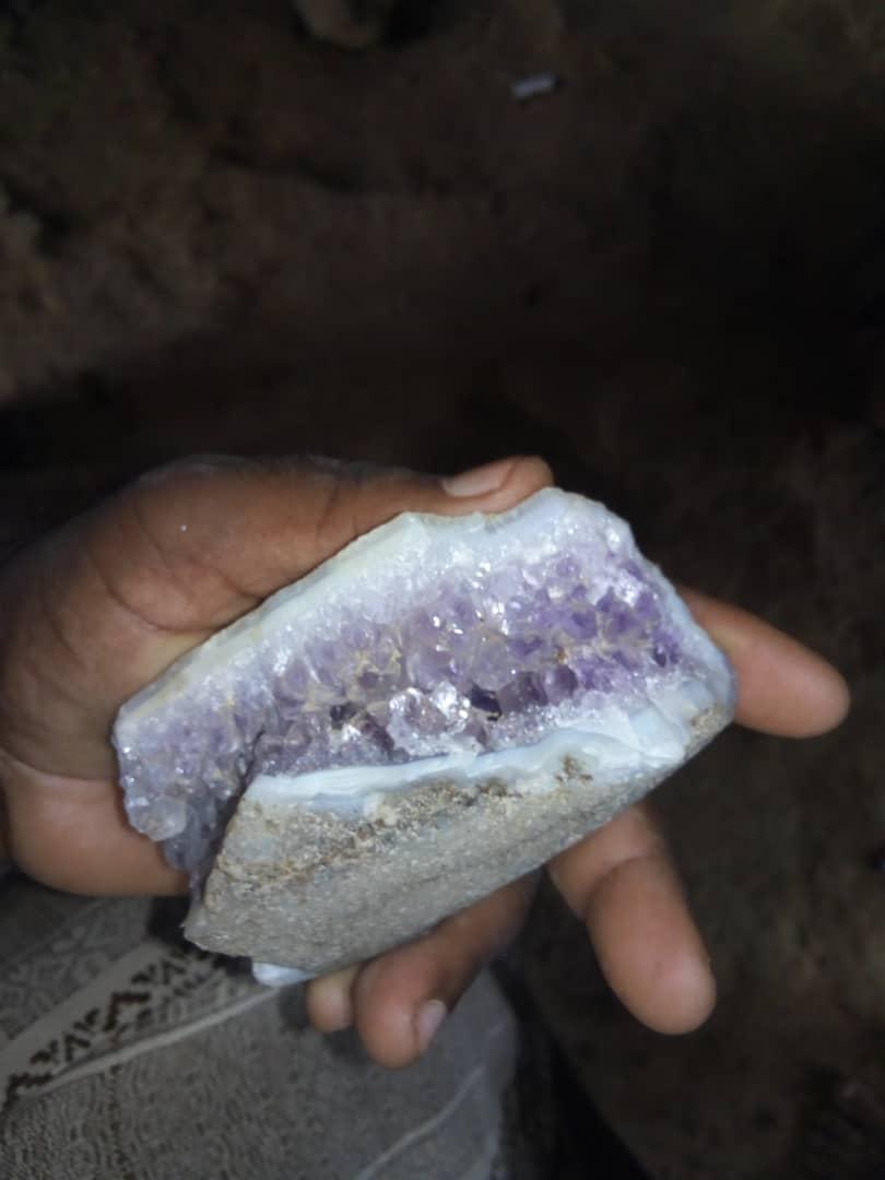 هل هاذا حجر الماس زهري  Img-2025