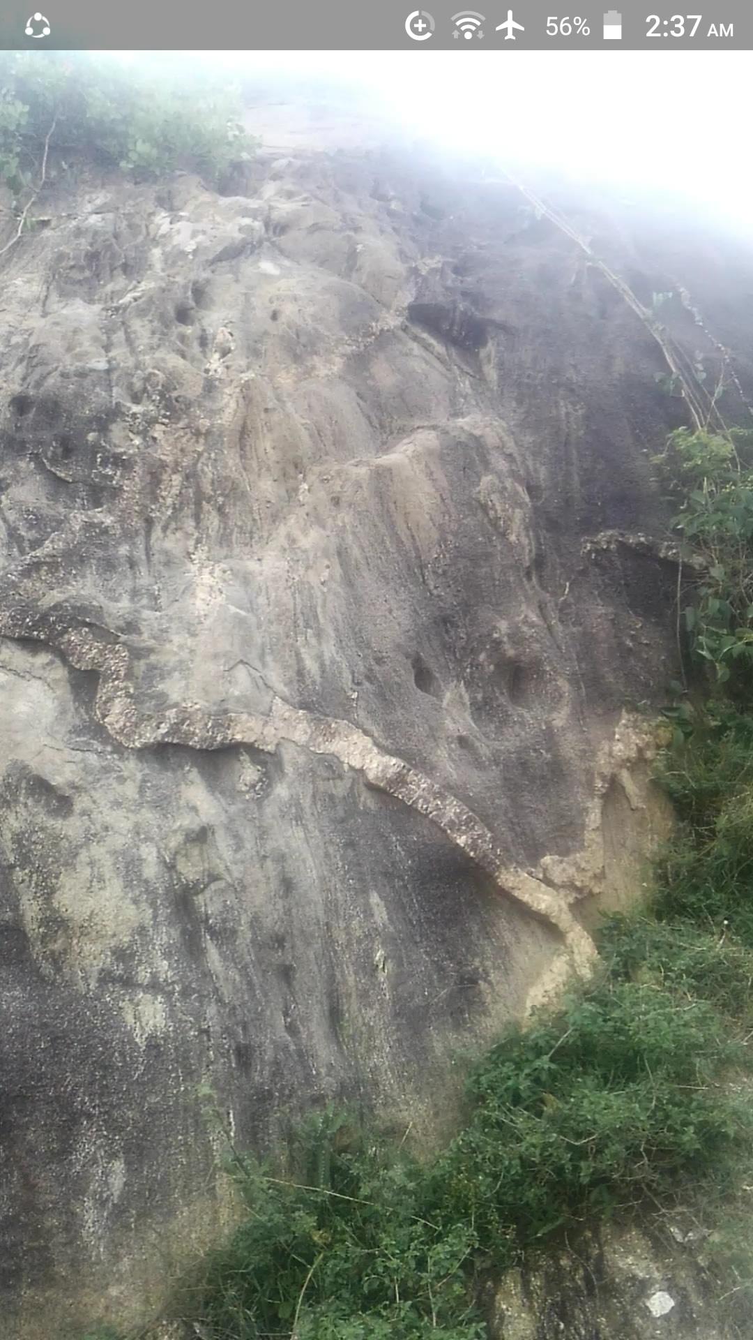 ممكن تحليل الفرج ويوجد رموز.في نفس صخره  Img-2052