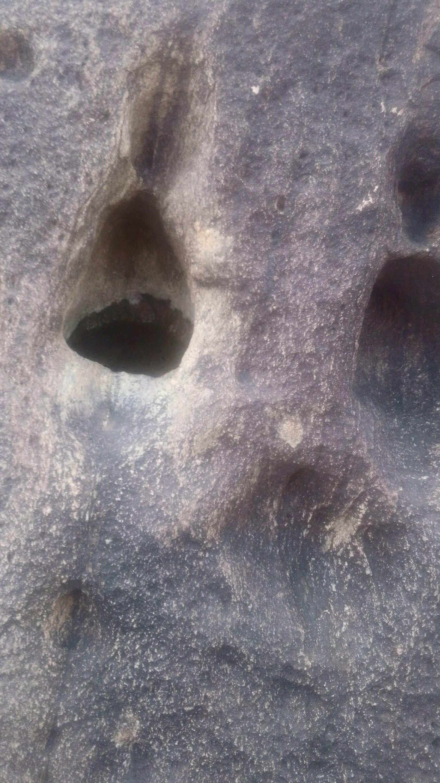 ممكن تحليل الفرج ويوجد رموز.في نفس صخره  Img-2053