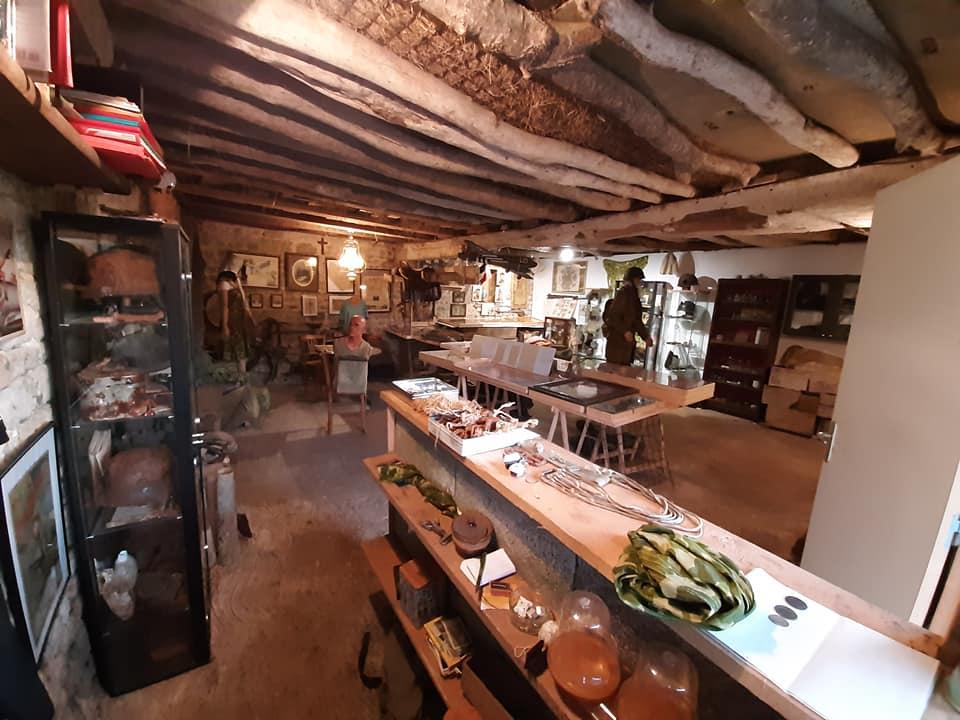 Le côté bon plan = une exposition temporaire rassemblant plus de 20 ans de collection et de passion  19298310